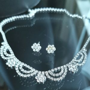 NWT Crystal necklace earring set
